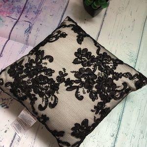 Black Accent PILLOW Daisy Fuentes 9½ SQUARE Floral